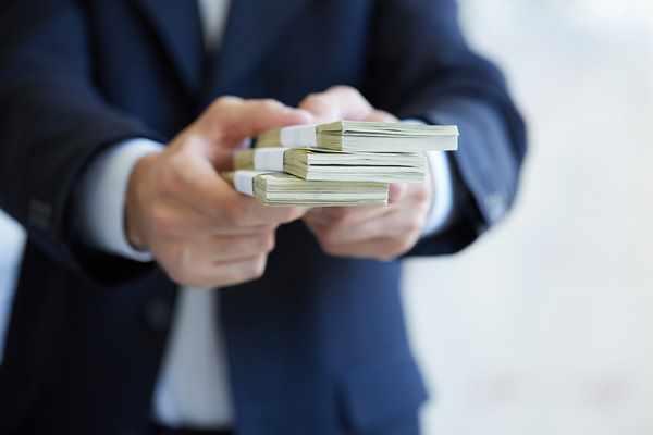 Rząd bierze się za pożyczki lichwiarskie. Na czym polegają i jak się przed nimi bronić?